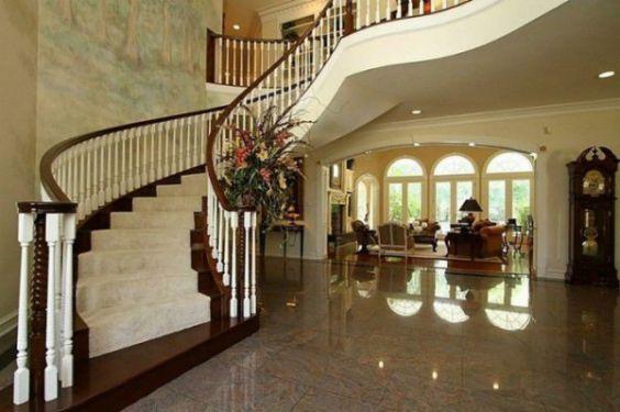 Cầu thang đẹp trong phòng khách