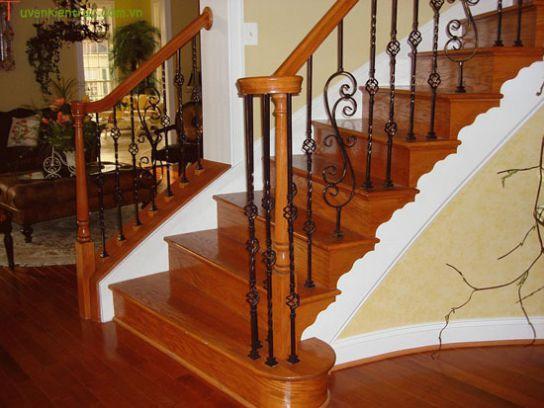 Mẫu cầu thang sắt tay vịn gỗ đẹp -> Hình 4