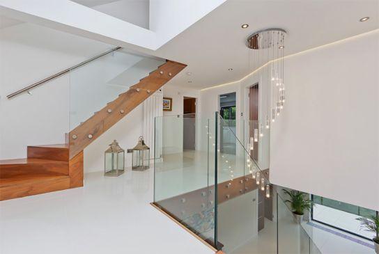 Màu sắc hài hòa, trang trí đẹp mắt, màu sắc dễ chịu. Tất cả làm nên sự hoàn hảo, không gian này được chúng tôi yêu thích và sẽ là gợi ý cho các bạn nếu muốn sửa sang lại cầu thang.