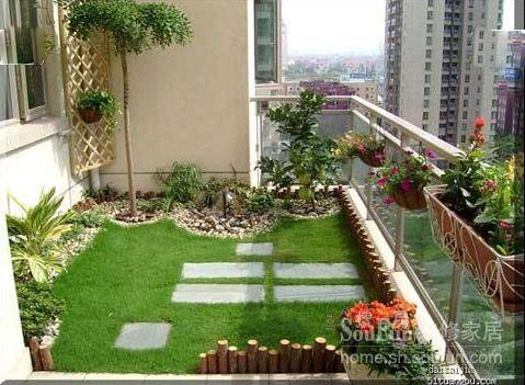 Khu vực ban công được thiết kế khu tiểu cảnh sinh động, tạo nên không gian thoáng mát.