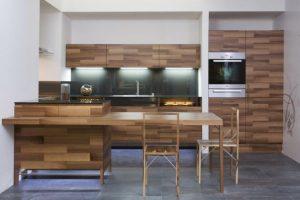 Thiết kế tủ bếp bằng gỗ đẹp nhất 2021 mang tới không gian sang trọng