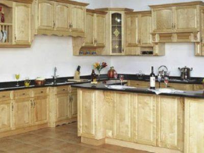Mẫu tủ bếp gỗ Sồi Nga đẹp màu vân gỗ tự nhiên